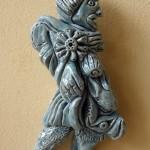 witte fijne chamotte met blauw/groene glazuur hoogte 12 cm